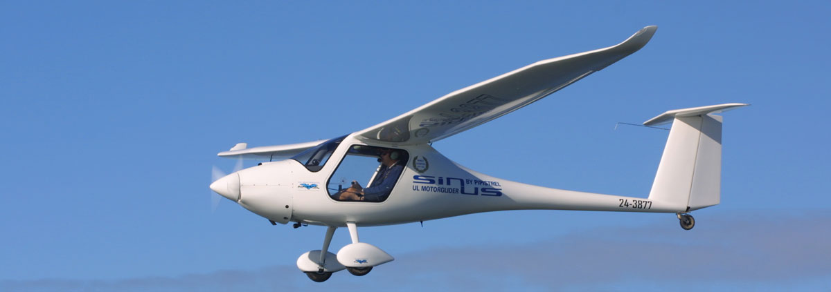 Pipistrel Sinus gliding over the beaches of the Mediterranean